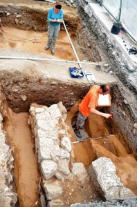 Ausgrabungen am Kloster Lorsch © oh